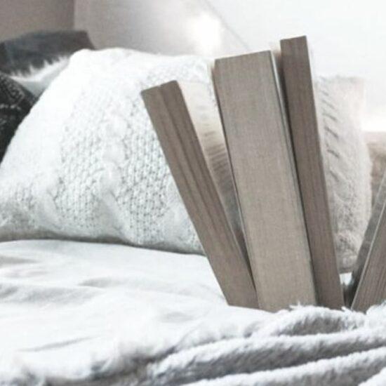 foto de libros cayendo